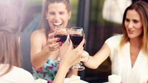women-drink-red-wine