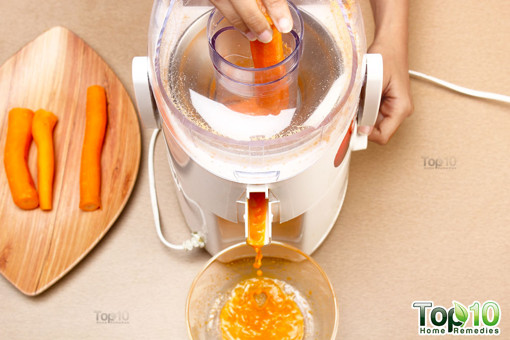 3-put-the-carrots-in-juicer
