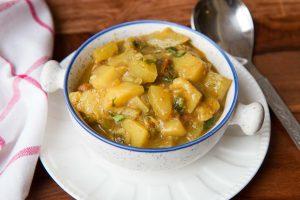 Lauki_Aloo_Sabzi_Bottlegourd_Potato_Curry_Vegetable_Recipe-1