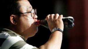 120312142836-man-drinking-soda-plastic-bottle-medium-plus-169